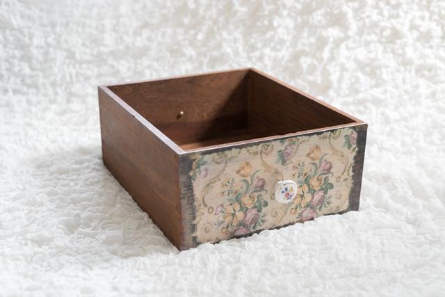 ①レトロ木箱