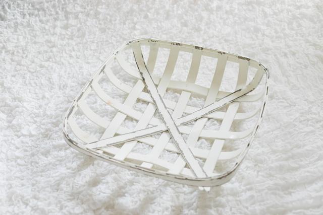 ⑤レトロな白いカゴ