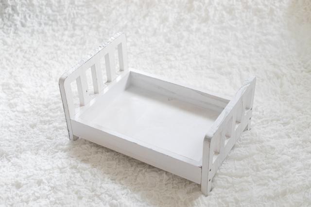 ⑦白いベッド